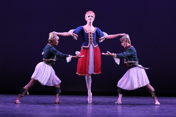 BWW Review: LES BALLETS TROCKADERO DE MONTE CARLO Returns to Ruffle Feathers at The Joyce Theater This Holiday Season