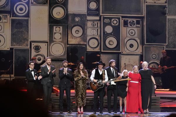 Bobby Bones, Lady Antebellum, Brooks & Dunn, Kristin Chenoweth, Kelly Clarkson, and Melissa Peterman