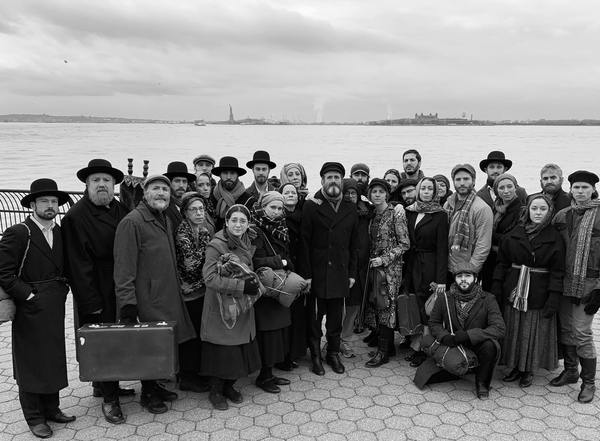 Photo Flash: Yiddish FIDDLER ON THE ROOF Cast Poses in Front of Ellis Island