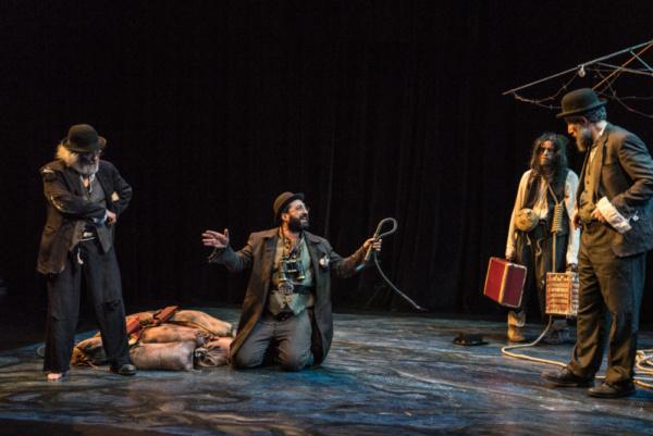 David Mandelbaum as Estragon, Gera Sandler as Pozzo, Richard Saudek as Lucky, and Eli Photo
