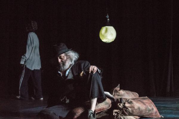 Noam Sandler as boy and David Mandelbaum as Estragon. Photo by Dina Raketa. Photo