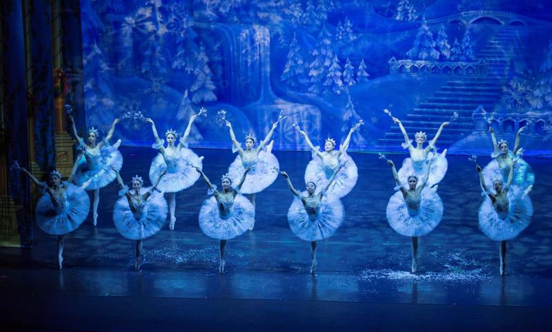 BWW Review: Moscow Ballet's THE GREAT RUSSIAN NUTCRACKER Wows And Satiates At The Soraya
