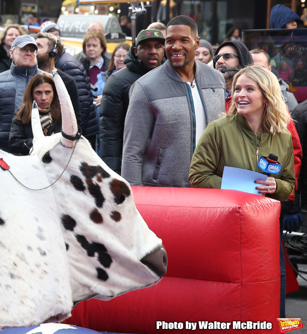 Sarah Haines cheers on Michael Strahan Photo