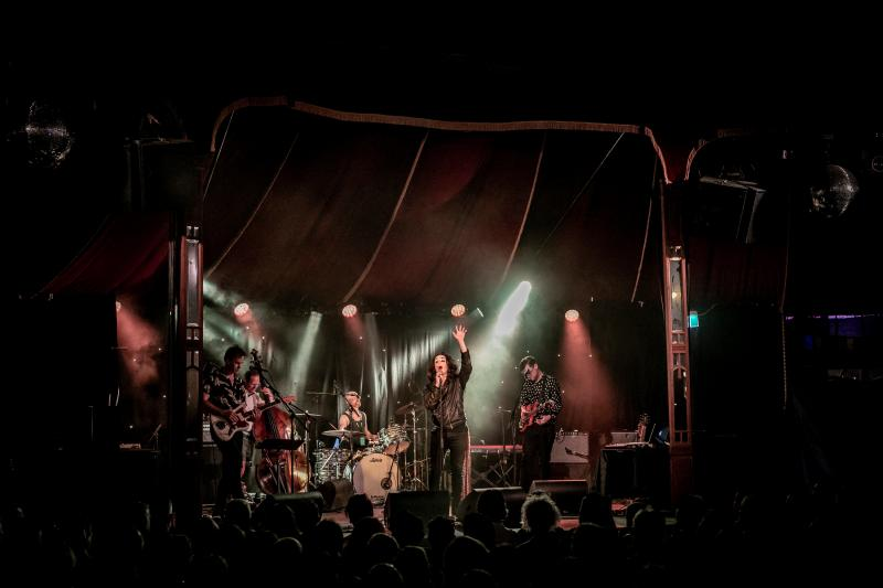 BWW REVIEW: PAUL CAPSIS WITH JETHRO WOODWARD & THE FITZROY YOUTH ORCHESTRA Bring A Dark Rock To Sydney Festival