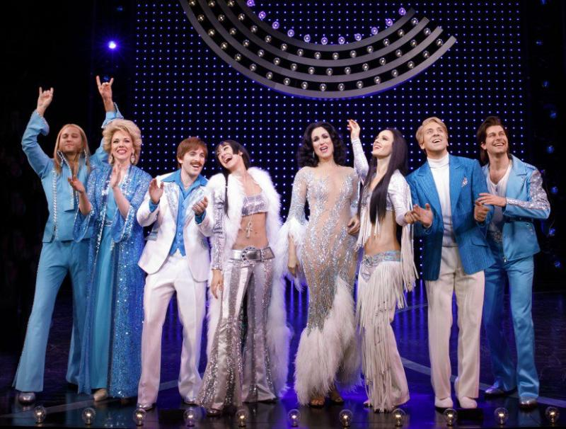 Wake Up With BWW 1/25: MAGIC MIKE is Coming to Broadway, Tony Rulings, and More!