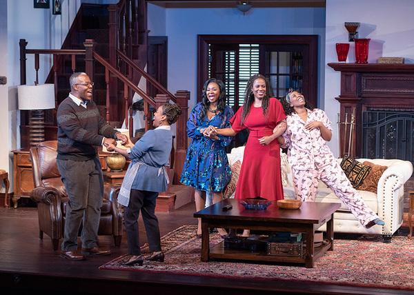 (from left) Danny Johnson as Donald Chinyaramwira, Cherene Snow as Marvelous Chinyaramwira, Ramona Keller as Margaret Munyewa, Zakiya Young as Tendikayi, and Olivia Washington as Nyasha in Familiar
