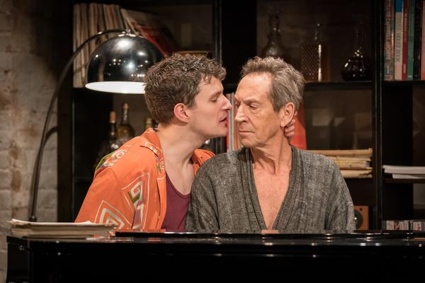 Ben Allen (Rufus), Jonathan Hyde (Beau)
