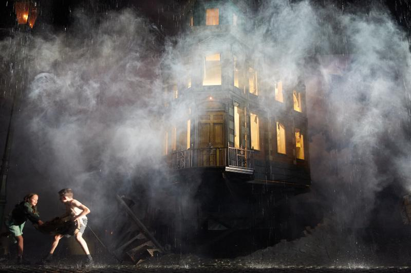 BWW Review: AN INSPECTOR CALLS at Chicago Shakespeare Theater