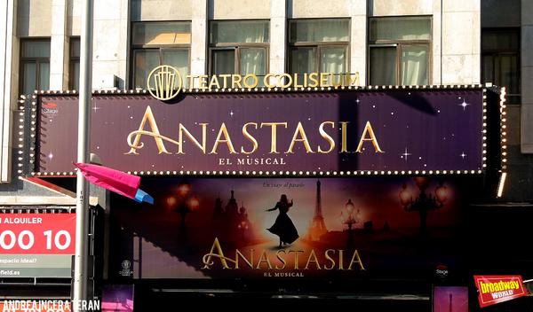 PHOTO FLASH: ANASTASIA y EL REY LEON relucen con las nuevas marquesinas LED