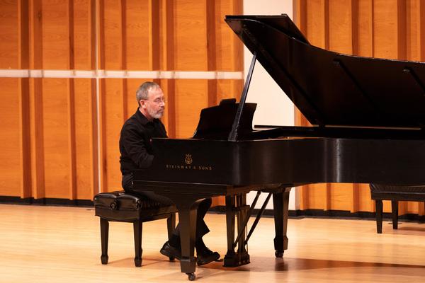 Benjamin Loeb playing a Nazareth tango