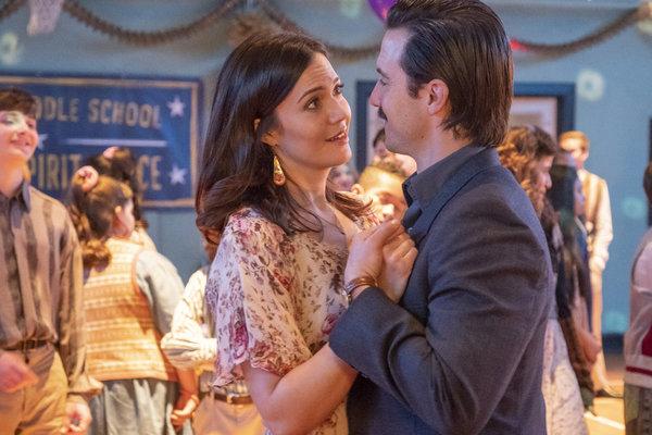 Mandy Moore as Rebecca Pearson, Milo Ventimiglia as Jack Pearson Photo