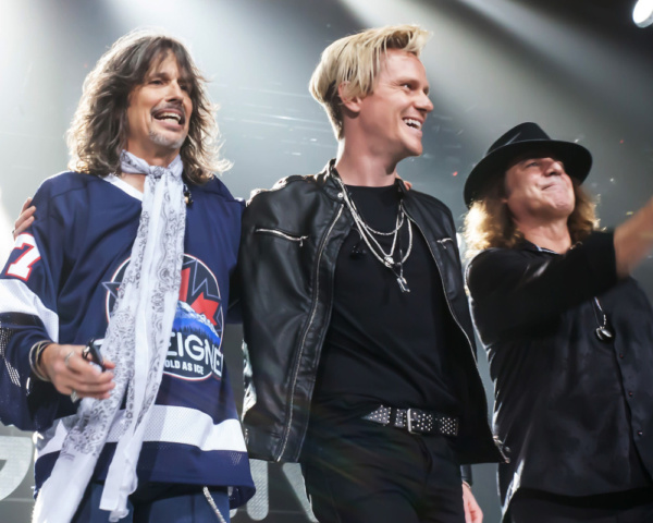 Photo Flash: Star Of JUKEBOX HERO Musical Crashes Foreigner Concert With Surprise Guest Appearance