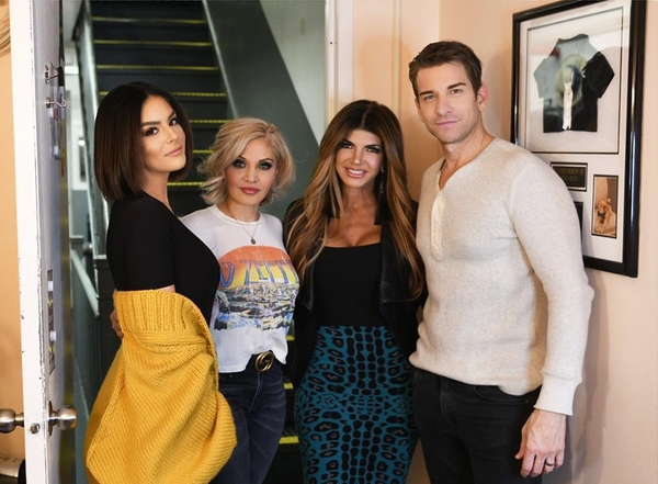 Photo Flash: Real Housewife of New Jersey Teresa Giudice Stops By PRETTY WOMAN