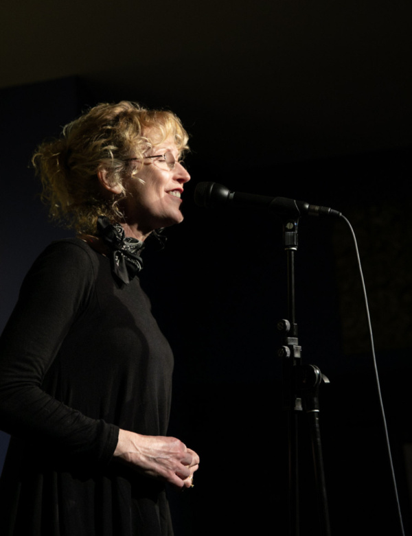 Kim Leeson onstage at Spoonfed NYC. Photo by Sekou Luke Studio.  Photo