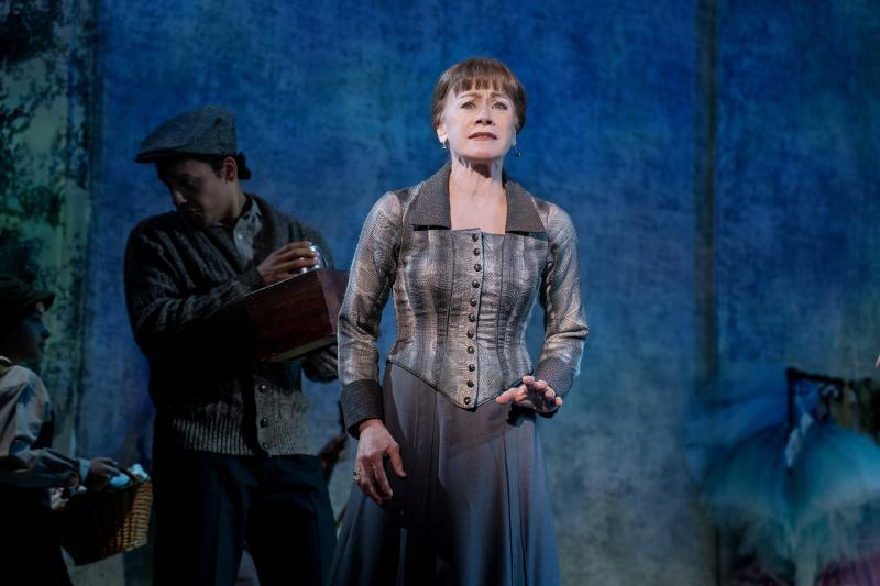 Wake Up With BWW 4/4: KING LEAR Opens, ALL MY SONS Begins Previews, and More!