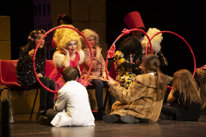 Queen's park pupils performing Emil and the detectives