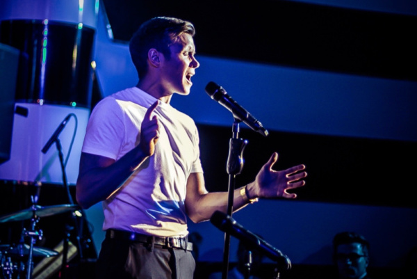 Rob Houchen sings ''Somewhere In Between''