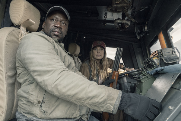 Daryl Mitchell as Wendell, Mo Collins as Sarah