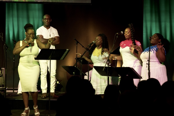 Bre Jackson sings as Quentin Earl Darrington, Lia Holman, Ayana George and Tamara Jade look on