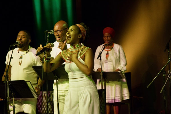 Pearl Khwezi sings with Orlando Dixon, Quentin Earl Darrington and Tshidi Manye