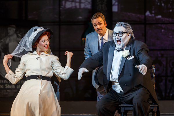 Don Pasquale (Kevin Glavin) is overcome by Norina's (Lisette Oropesa) beauty   Photo