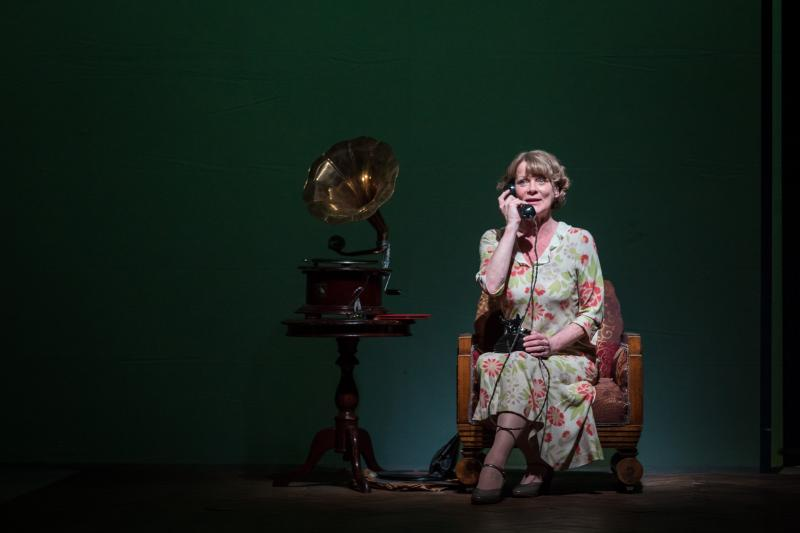 BWW Review: THE GLASS MENAGERIE at The Gate Theatre