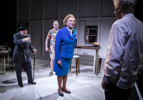 Steve Nallon(Margaret Thatcher)Arabella Weir(Winston Churchill)Tim Wallers(Tony Blair)