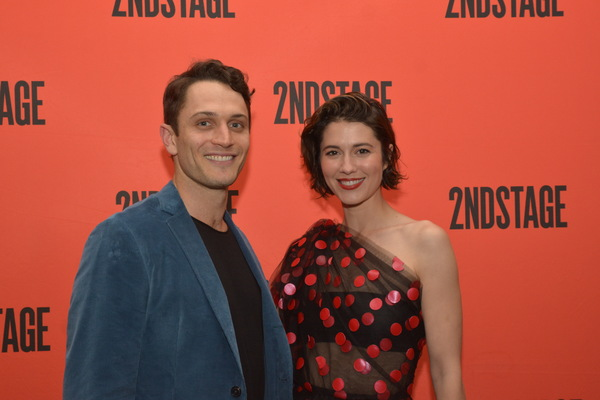 Colin Woodell and Mary Elizabeth Winstead