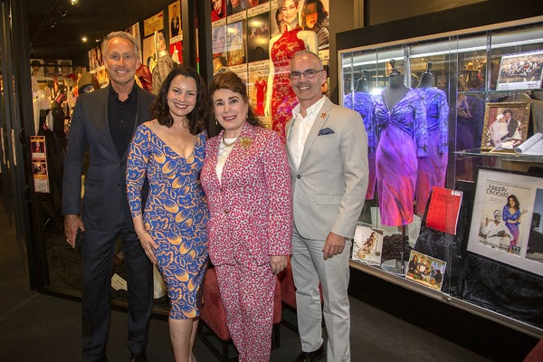 """Peter Marc Jacobson, Fran Drescher, Donelle Dadigan and Mitch O'Farrell with """"Happily Divorced"""" Exhibit"""