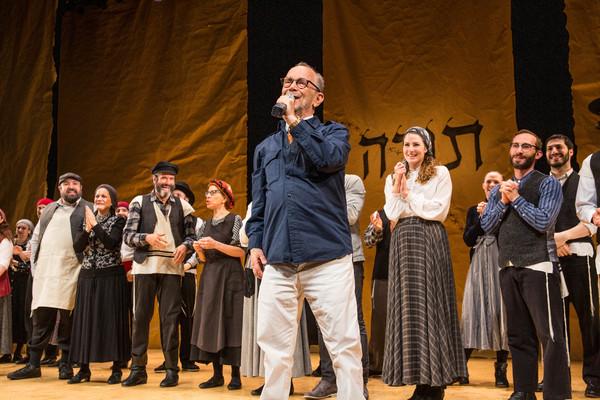 Photo Flash: Mikhail Baryshnikov Visits FIDDLER ON THE ROOF in Yiddish