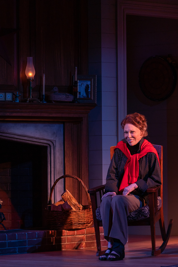 Photo Flash: Get A First Look At Faye Dunaway As Katharine Hepburn In TEA AT FIVE