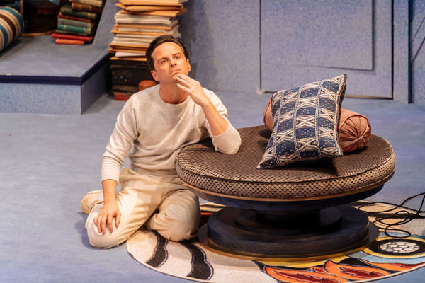 Photo Flash: First Look at Andrew Scott and More in PRESENT LAUGHTER at The Old Vic