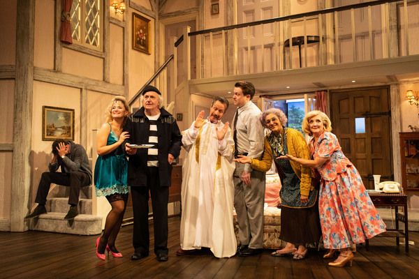 Photo Flash: First Look at NOISES OFF at the Lyric Hammersmith Theatre