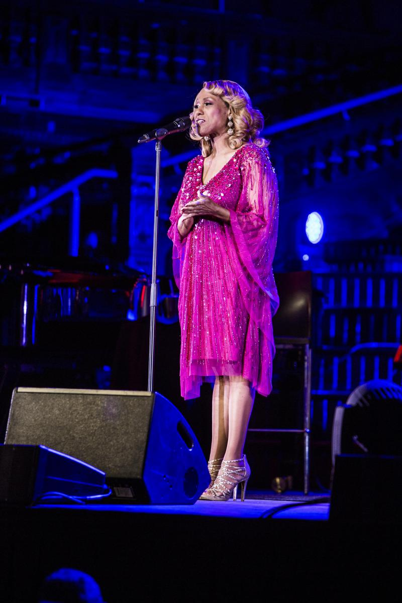 BWW REVIEW: Jennifer Holliday Captures Hearts As She Lifts The Roof Off Sydney Town Hall For SYDNEY CABARET FESTIVAL