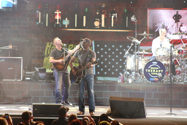 BWW Review and Photo Coverage: HOOTIE AND THE BLOWFISH Group Therapy Tour
