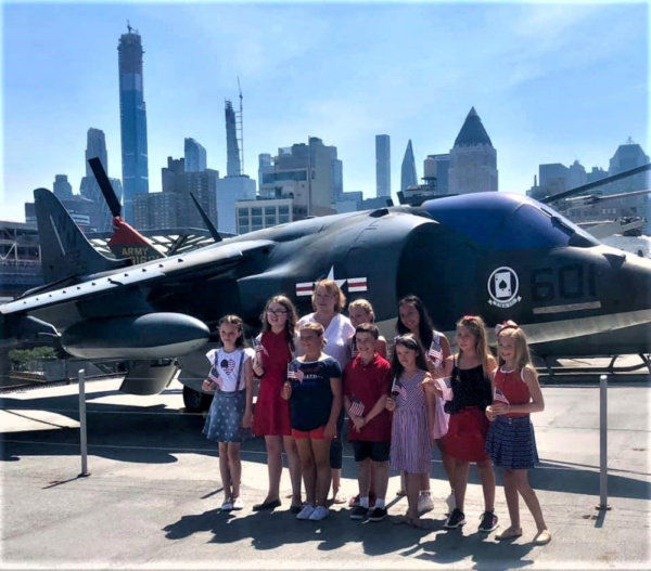 Photo Flash: Grace DeAmicis, Spotlight Kidz Celebrate Independence Day With Performance On The USS Intrepid