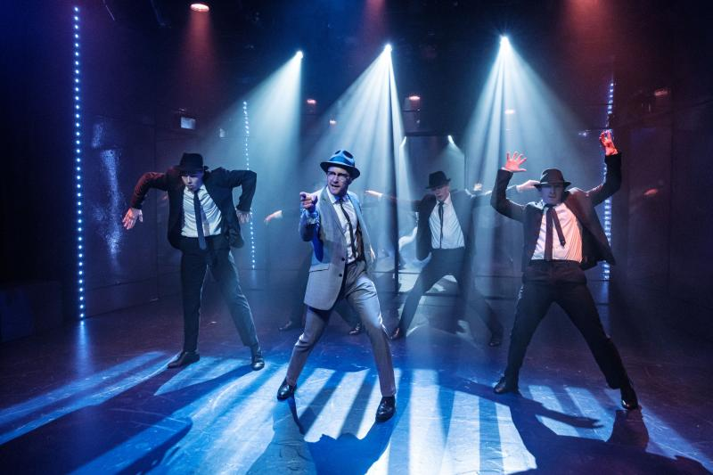 BWW REVIEW: The Musical Adaptation Frank Abagnale Jr's Life Comes To Hayes Theatre With the Wonderfully Vibrant CATCH ME IF YOU CAN.