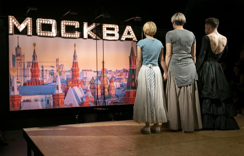 BWW Review: Halley Feiffer Translates Chekhov into Millennial in MOSCOW MOSCOW MOSCOW MOSCOW MOSCOW MOSCOW