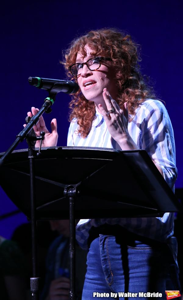 Lindsay Nicole Chambers Photo