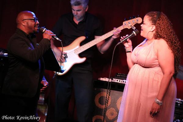 Photo Flash: Natalie Douglas Returns To Broadway at Birdland