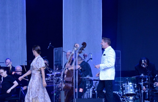 Sarah McLachlan and Steven Reineke take the stage with The New York Pops Photo