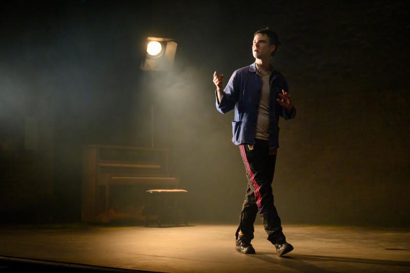 BWW Review: Tom Sturridge and Jake Gyllenhaal Bring Simon Stephens and Nick Payne's Achingly Human SEA WALL/A LIFE To Broadway