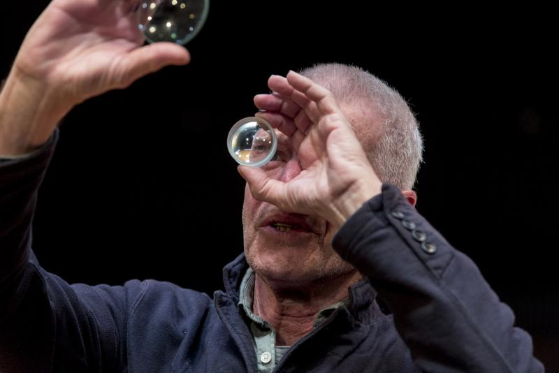 BWW REVIEW: LIFE OF GALILEO Looks To The Past As A Reminder That We Need To Stop History Repeating Itself