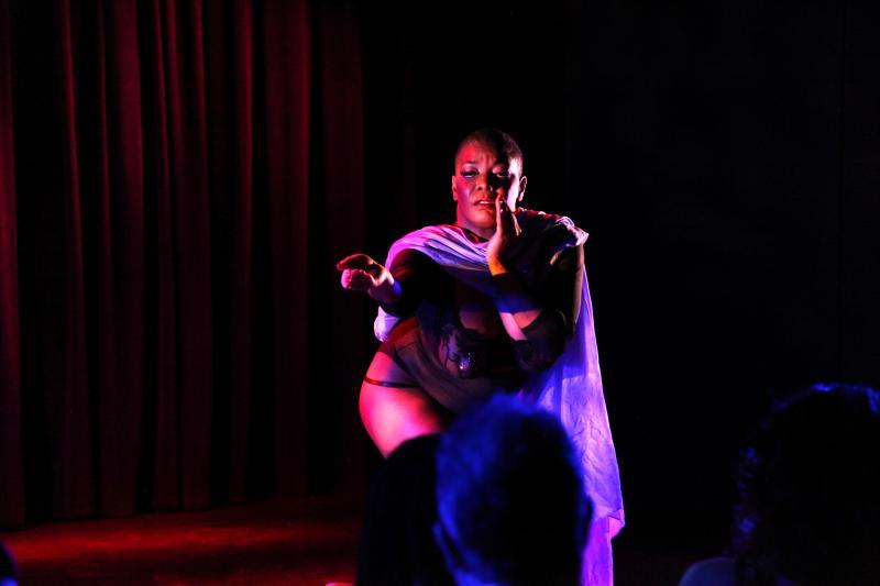 BWW Review: HOUSE OF NOIRE Burlesque Sets The Laurie Beechman Theatre Ablaze