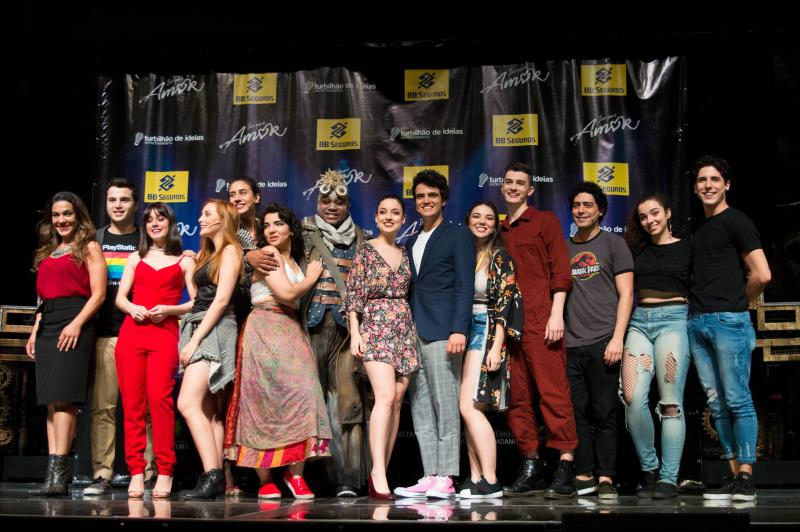 BWW Review: With Songs by Luan Santana and Talking About The Importance of Music and Love, Musical ISSO QUE E AMOR Opens in SP