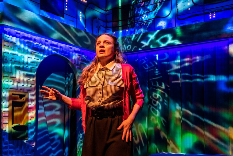 BWW Interview: Debra Whitfield Talks TECH SUPPORT at 59E59