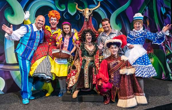 Photo Flash: First Look at the Cast of SNOW WHITE AND THE SEVEN DWARFS at Birmingham Hippodrome