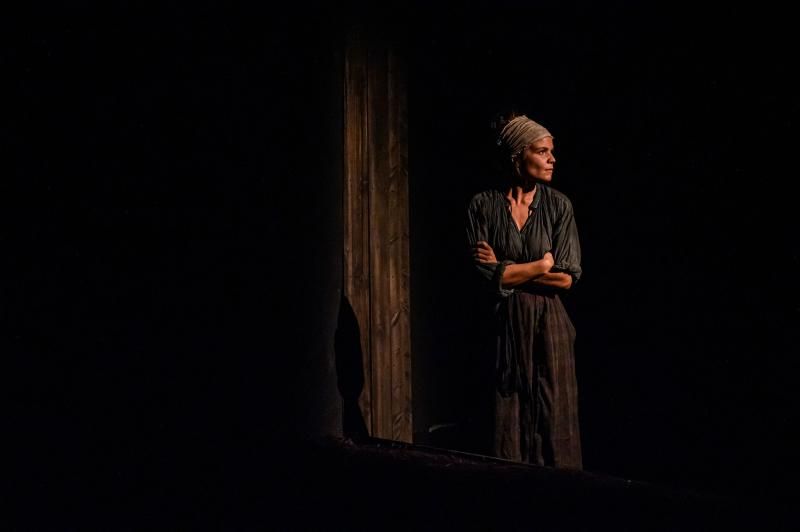 BWW Review: Complex Themes and Sharp Dialogue Make for a Cutting Production of KNIVES IN HENS