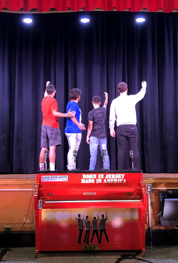 BWW Exclusive: JERSEY BOYS Cast Travels to Staten Island to Deliver Sing for Hope Piano to Local School