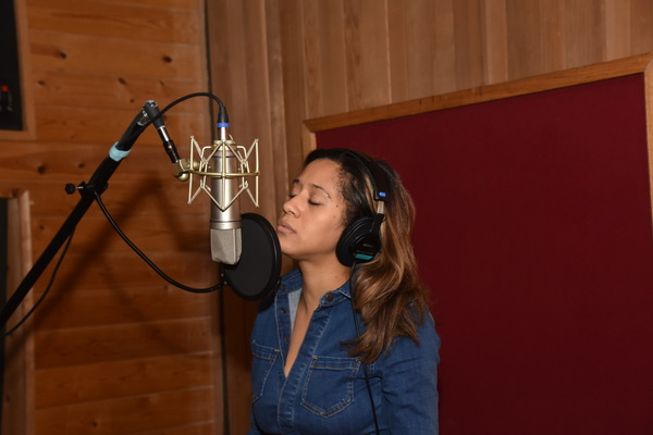 BWW Exclusive: HAMILTON's Daniel Breaker and Joanna A. Jones Join Forces for Carols For A Cure